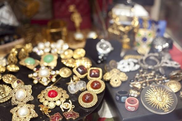 Блошиный рынок в Париже, история любви и браслет, который говорит. Изображение № 3.