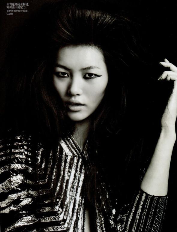 Съёмка: Лю Вэнь и Сунь Фэй Фэй для Vogue. Изображение № 1.