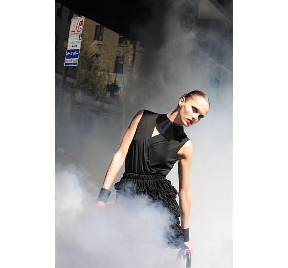 Chanel и Emporio Armani устроили публичные съемки. Изображение № 12.