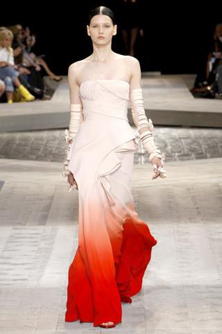 """""""Выбираем свадебное платье!"""" 93 идеи ведущих дизайнеров. Изображение № 39."""