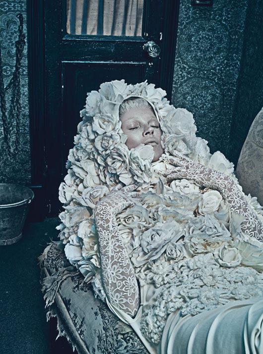 Съёмка: Кейт Мосс в объективе Стивена Кляйна. Изображение № 11.