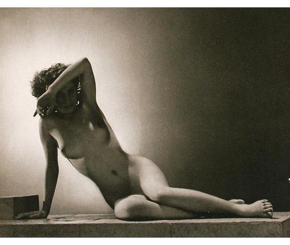 Части тела: Обнаженные женщины на винтажных фотографиях. Изображение № 72.