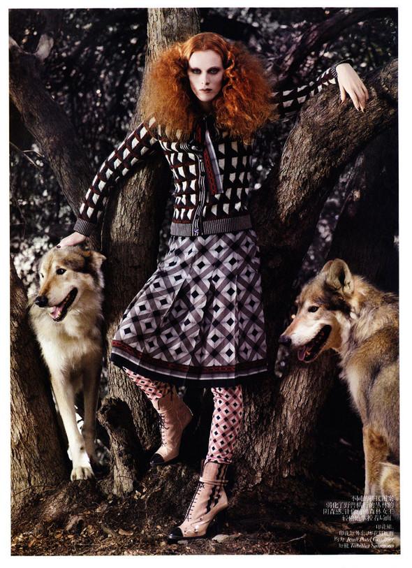 Съёмка: Карен Элсон для китайского Vogue. Изображение № 3.