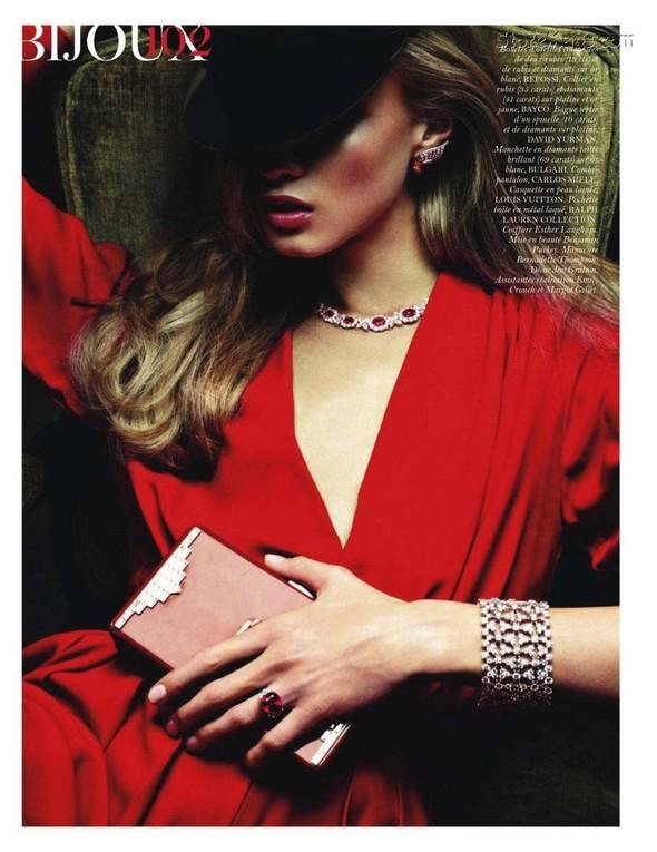 Съёмка: Анна Селезнёва для французского Vogue. Изображение № 6.