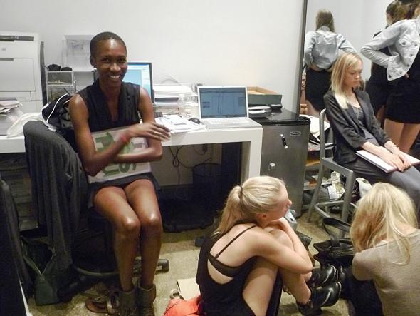 Дневник модели: Разговор с новым лицом Prada, съёмка и снова «Старбакс». Изображение № 16.