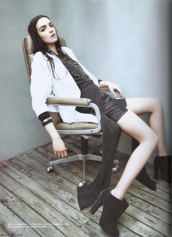 Съёмка: Мариакарла Босконо для корейского Vogue. Изображение № 6.