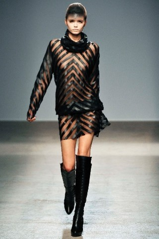 Back to black : Gareth Pugh и Victor&Rolf aw 2010-2011. Изображение № 19.