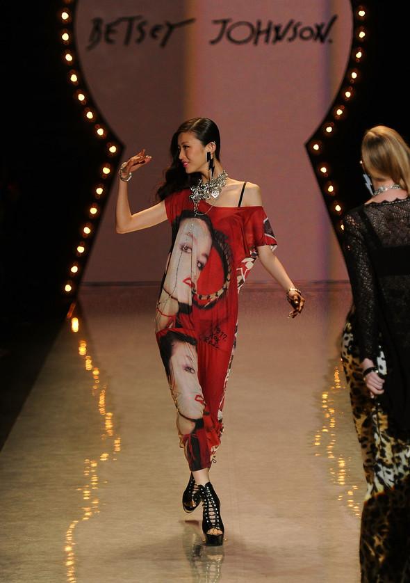 New York Fashion Week: Betsey Johnson Spring 2012. Изображение № 43.