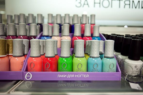 Цвет оптом: Яркие краски в магазинах. Изображение № 29.