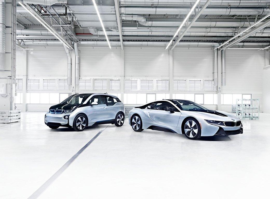 Фабрика BMW авторства Захи Хадид вызывает мурашки у роботов. Изображение № 18.