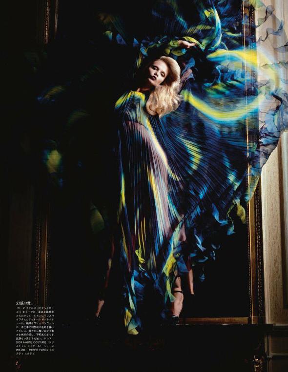 Съёмка: Наташа Поли для японского Vogue. Изображение № 5.
