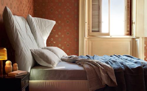 Кровать с мягким изголовьем Lelit от Poltrona Frau. Изображение № 5.