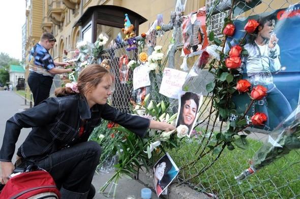 Панихида покоролю поп-музыки Майклу Джексону. Изображение № 28.