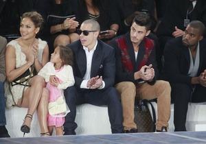 Дженнифер Лопес впервые привела четырехлетнюю дочь на модный показ. Изображение № 3.