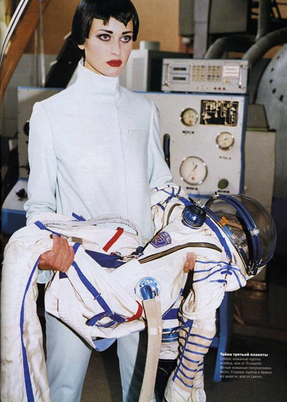 Космос рядом: модные съемки к выходу фильма «Прометей». Изображение №29.