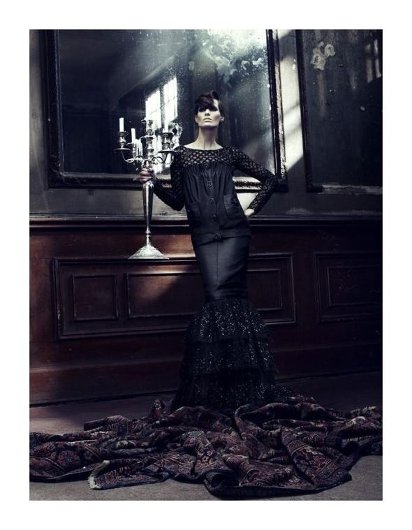 Съемка: Айрис Штрубеггер для немецкого Vogue. Изображение № 7.