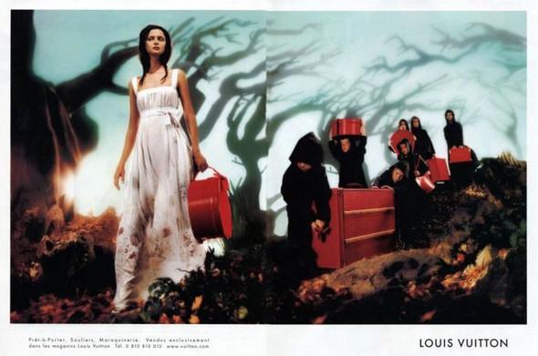 Архивная съёмка: Кейт Мосс, Наталья Водянова и другие для Louis Vuitton SS 2002. Изображение № 4.