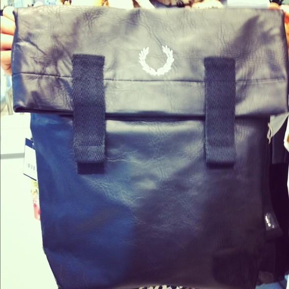 В KixBox в «Метрополисе» нашелся идеальный рюкзак, который при желании сможет стать сумкой. Изображение № 45.