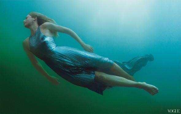Съёмка: Шарлиз Терон для Vogue. Изображение № 4.