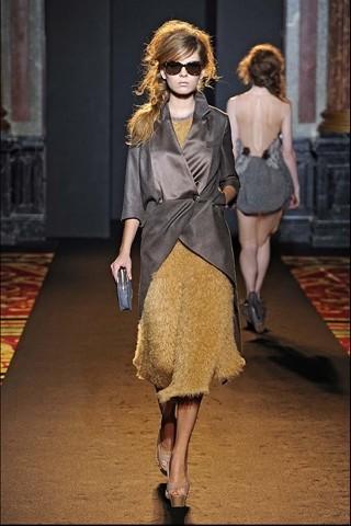 Алена Ахмадуллина на Парижской неделе моды. Изображение № 27.