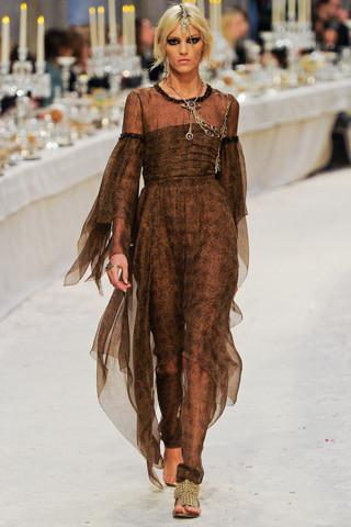 Chanel показали пре-осеннюю коллекцию. Изображение № 61.