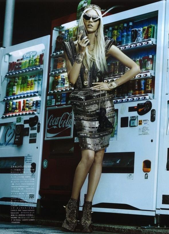 Элин Вебер The Girl Who Rocks The Planet в апрельском Vogue Япония. Изображение № 4.