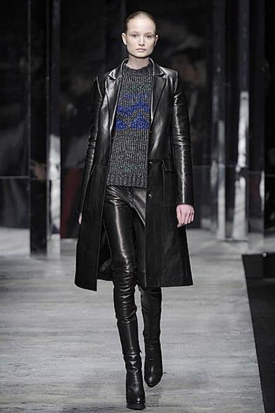 Versus, источник: www.fashionologie.com. Изображение № 15.