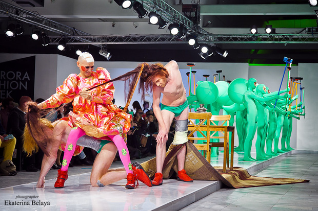 Fashion-перфоманс от SKIF Fashion. AURORA FASHION WEEK Russia SS13. Изображение № 12.
