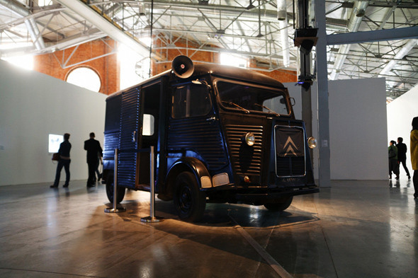 Как это устроено: Как искусство перевозят через границу и монтируют в выставки. Изображение № 15.