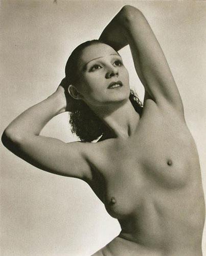 Части тела: Обнаженные женщины на винтажных фотографиях. Изображение № 74.