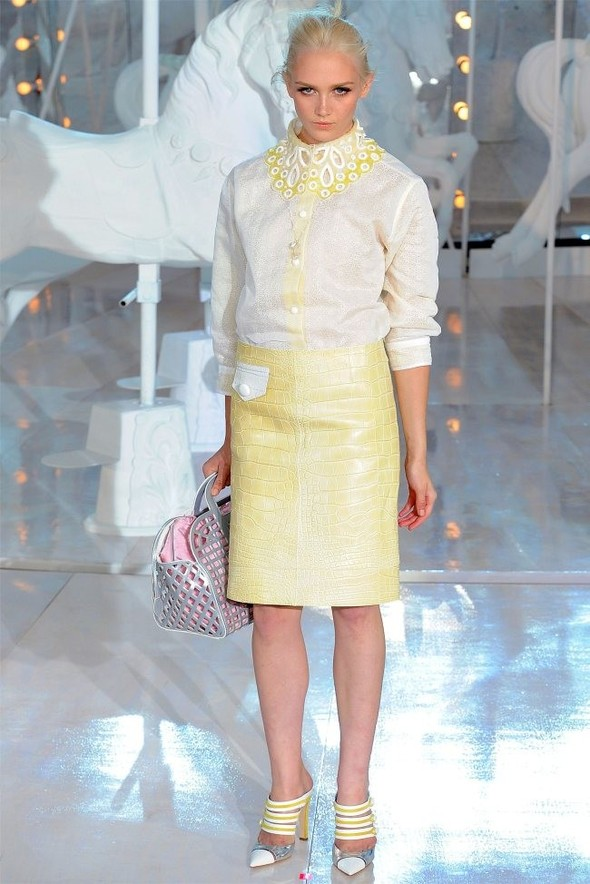 Неделя моды в Париже: Louis Vuitton весна 2012. Изображение № 33.