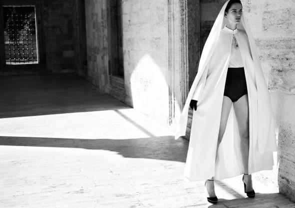 Съемка: Белая Ирис в Vogue Germany October 2011. Изображение № 13.