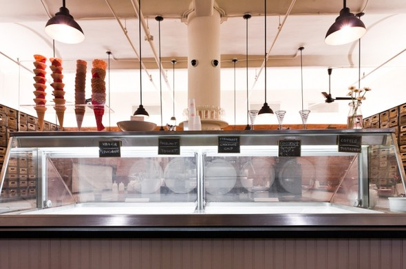 Под стойку: 15 лучших интерьеров баров в 2011 году. Изображение № 100.