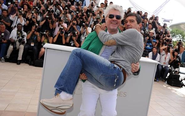 Педро Альмодовар и Антонио Бандерас отмечают успех «Кожи, в которой я живу». Изображение № 3.
