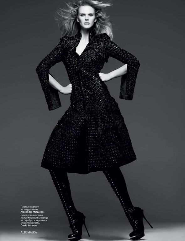 Съёмка: Анна Вялицына и Адам Ливайн для российского Vogue. Изображение № 7.