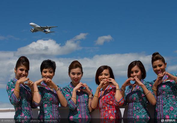 Луки стюардесс со всего мира.. Изображение № 14.
