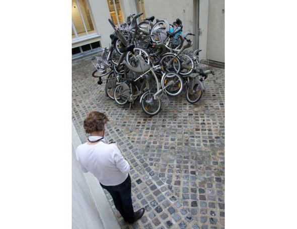 Бастующие велосипеды в Colette, зеркальная сталь в Kensington Gardens и другие новости. Изображение № 1.