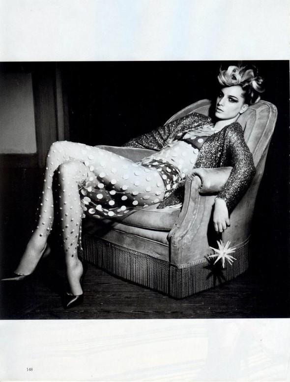 Съёмка: Розанна Георгиу для Vogue. Изображение № 2.