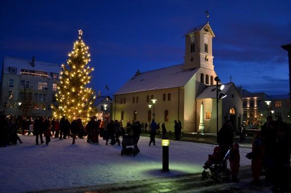 Рейкьявик перед Рождеством. Изображение № 15.