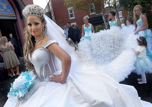 Изображение 15. Цыганские невесты и их свадебные платья.. Изображение № 10.