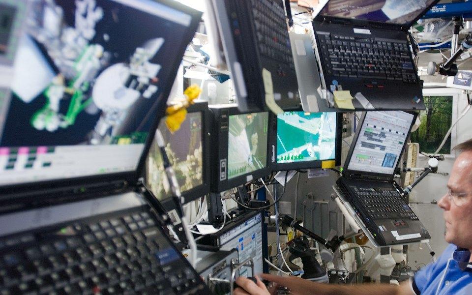 Как живут космонавты на МКС . Изображение № 8.