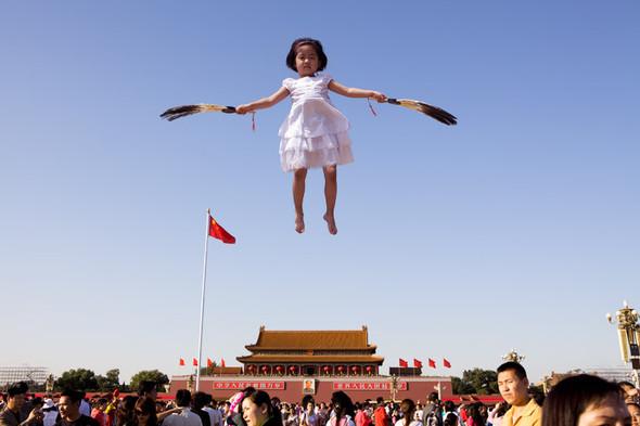 Летающие и падающие люди Ли Вея. Изображение № 20.