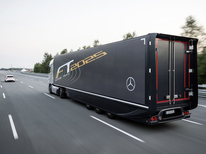 Появились новые фотографии автономного грузовика Mercedes-Benz. Изображение № 3.