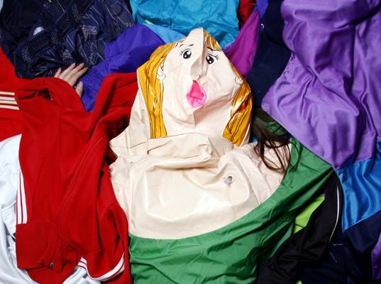 Одежда из надувных кукол. Изображение № 2.