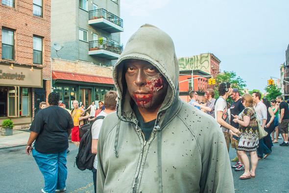 Зомби парад в Нью Йорке. NYC Zombie Crawl.. Изображение № 16.