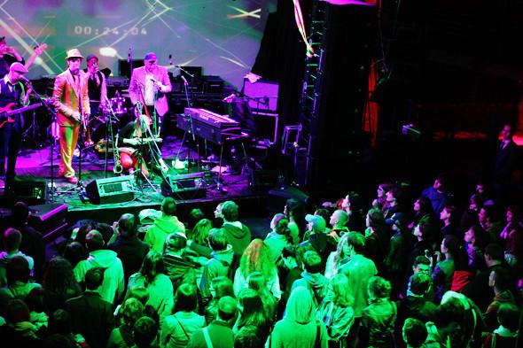 Шторм в Петербурге, выпускной и концерты с айпада: 10 молодых музыкантов на «Стереолете». Изображение № 21.