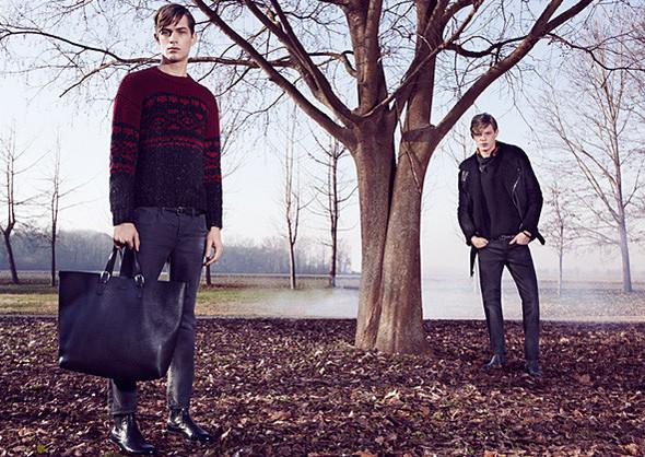 Кампании: Dior, Versace, Gucci и Burberry. Изображение № 36.