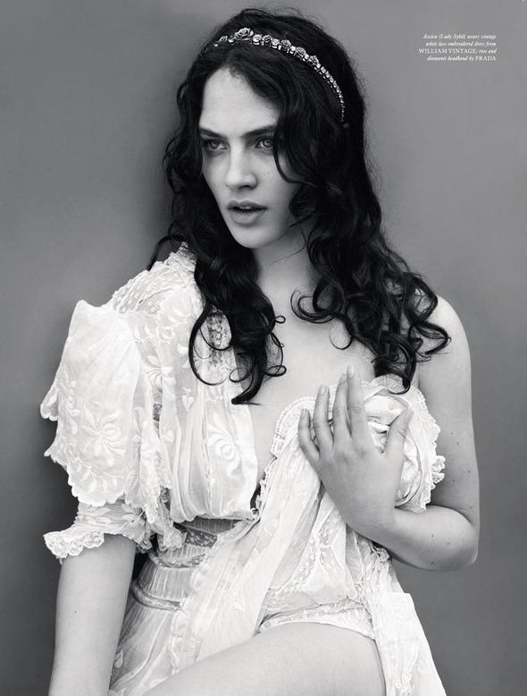 Стоп-кадр: Новые съемки Love, Russh, Vogue и V. Изображение № 34.