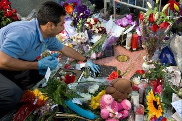 Панихида покоролю поп-музыки Майклу Джексону. Изображение № 22.