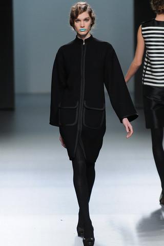 Ирина Николаева на показах Mercedes-Benz Fashion Week Madrid. Изображение №33.